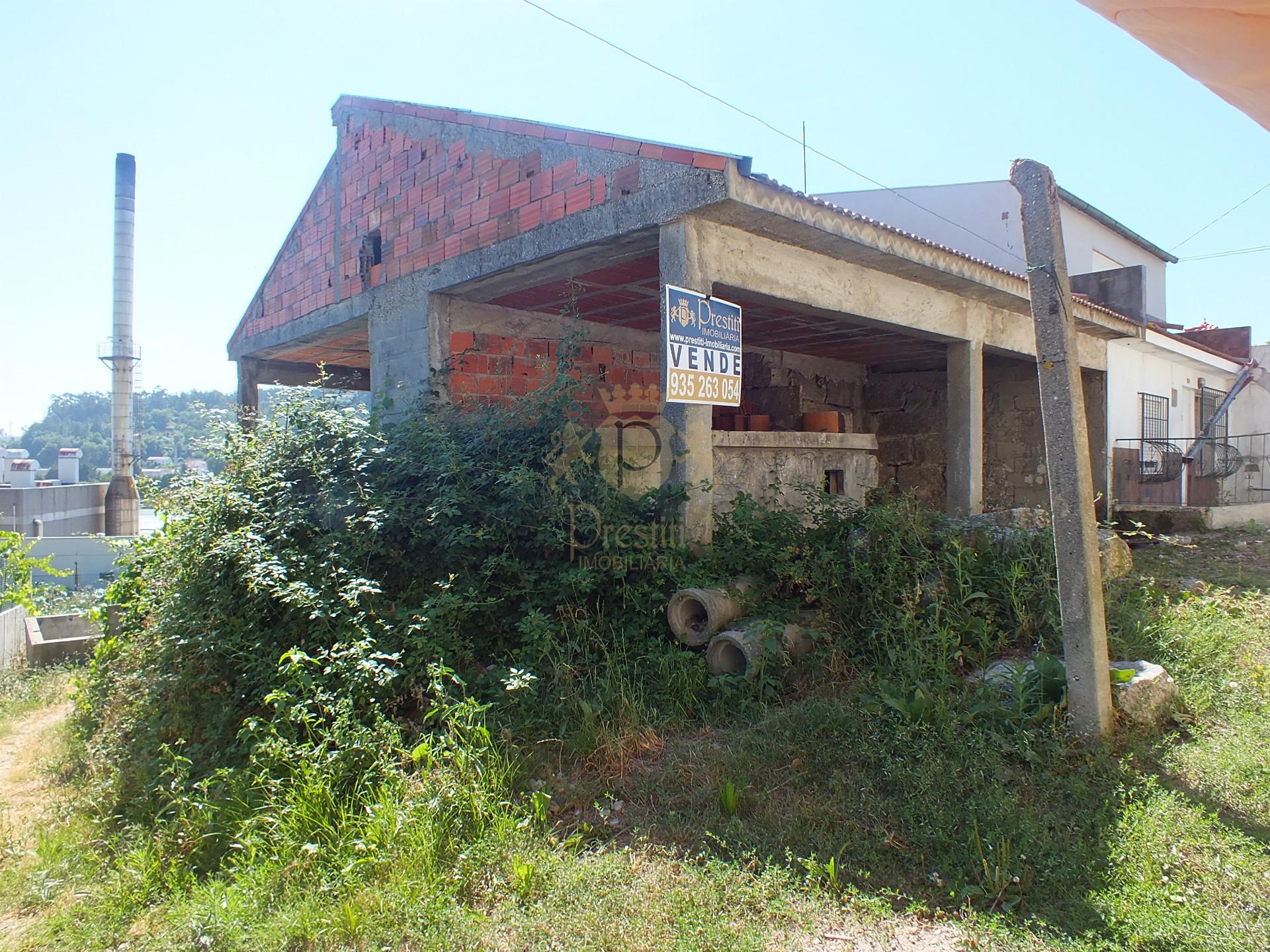 Moradia para restaurar t3 em guimar es nespereira para - Casas para restaurar ...
